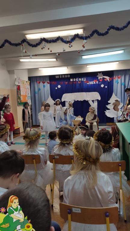 Dzieci w przedstawieniu Jasełek
